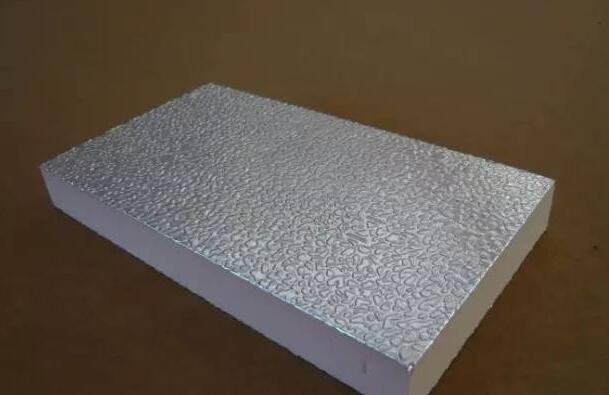 铝箔加酚醛板构成的保温材料